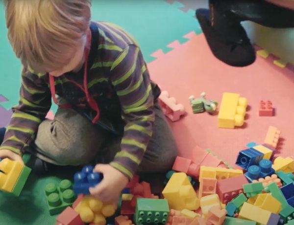 Série vidéos Dis-moi avec Wesco, jouer avec les blocs pour éveiller bébé