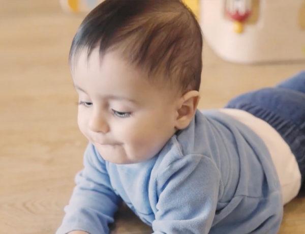 Série vidéos Dis-moi avec Wesco, ramper avec bébé