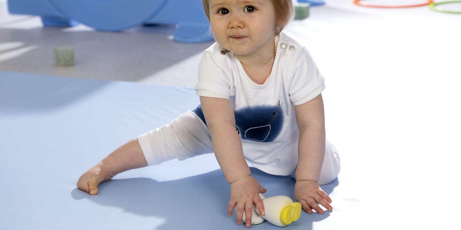 Comment encourager la coordination des mouvements de bébé avec Montessori ? Par Wesco