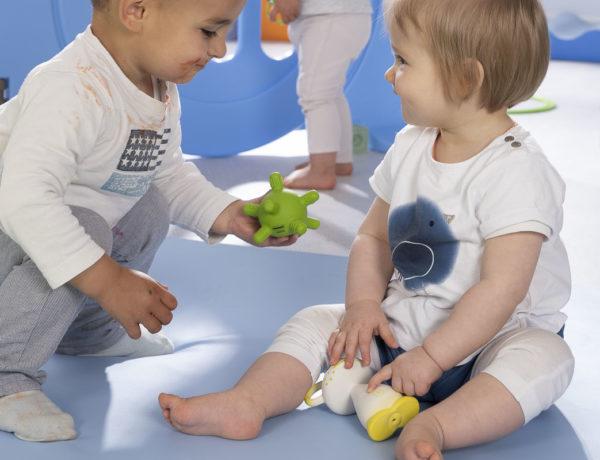 6 activités pour aider votre bébé à coopérer et à développer son super-pouvoir d'empathie